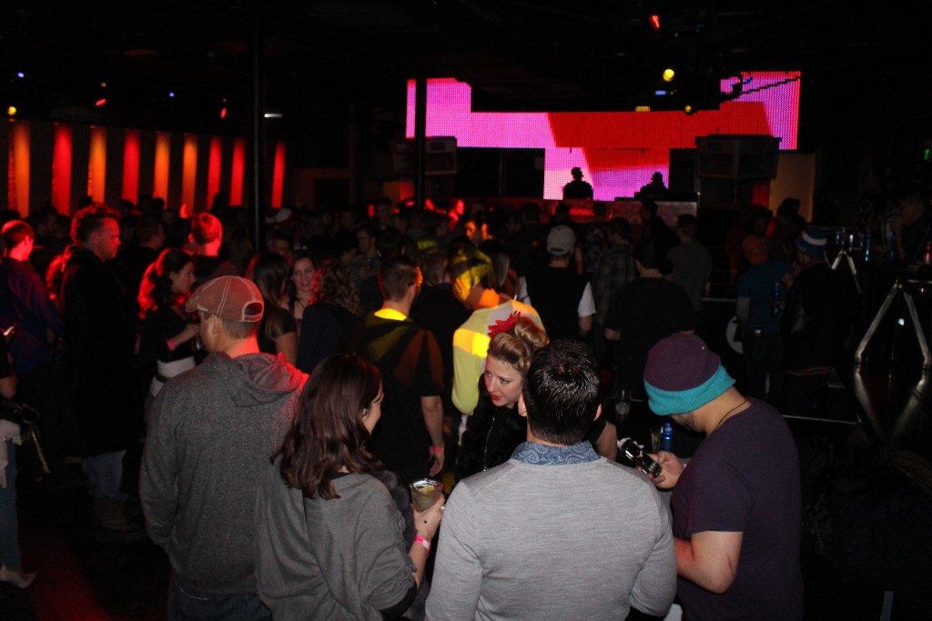 picture of the crowd at Vinyl Nightclub taken while traveling through Denver
