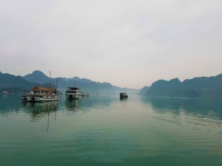 Several boats sailing in Ha Long Bai